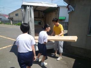 9_中崎透さんお手伝い運搬 (2)_R